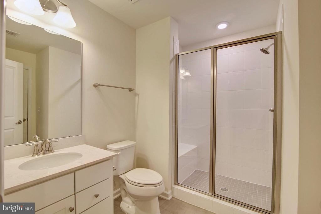 1st floor full bathroom - 43400 THREE FORKS TER, ASHBURN