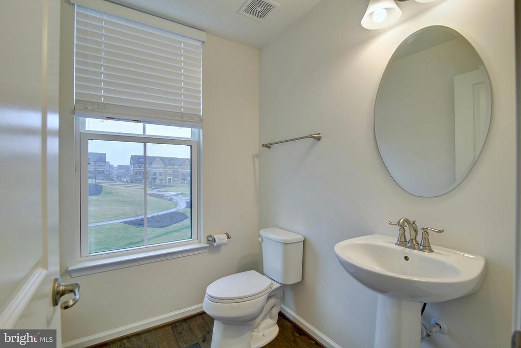 Powder room on main/2nd floor - 43400 THREE FORKS TER, ASHBURN