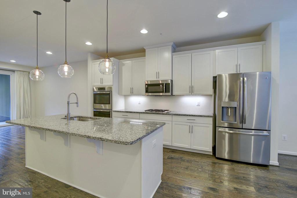 Classy kitchen w/ upgraded fridge & dishwasher - 43400 THREE FORKS TER, ASHBURN
