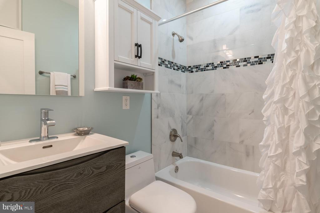 Full Bath 2 for Bedrooms 2-3 - 1421 NORTH CAROLINA AVE NE, WASHINGTON