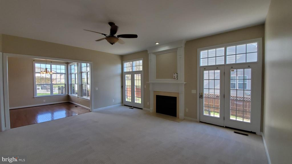 Family room with gas fireplace - 18805 PIER TRAIL DR, TRIANGLE