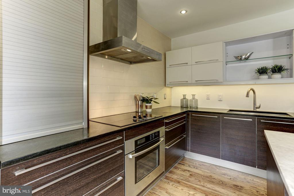 Zephyr hood and plentiful granite counter space. - 420 RIDGE ST NW, WASHINGTON