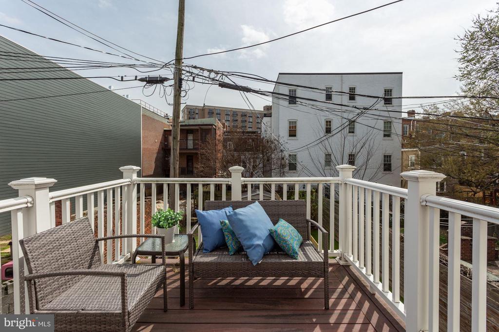 Primary Suite has 7.5'x7.5' balcony - 420 RIDGE ST NW, WASHINGTON