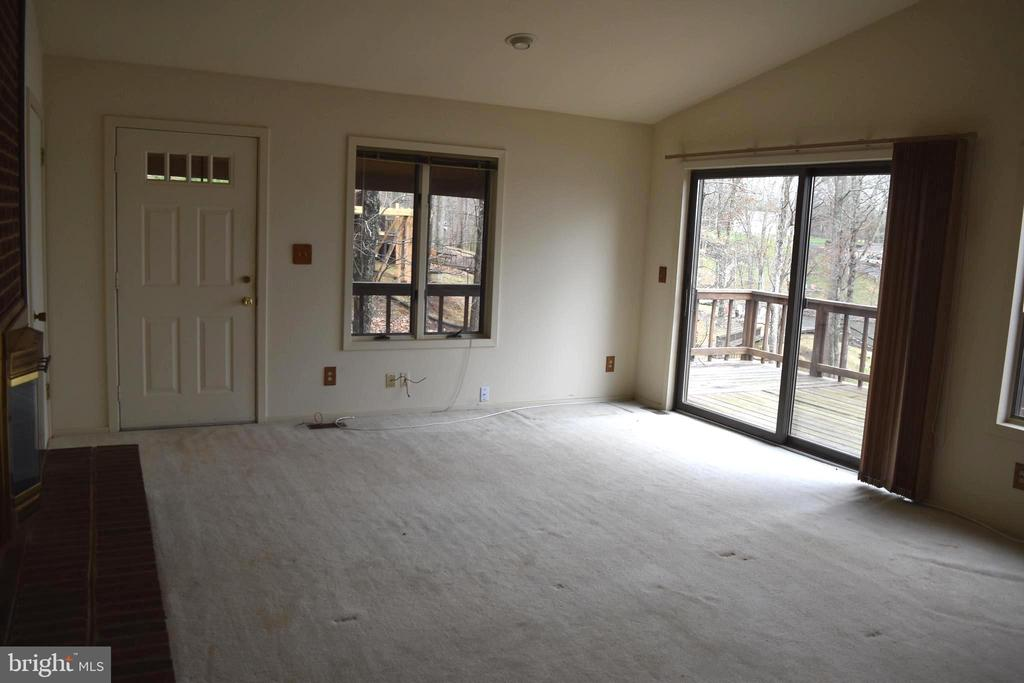 Main Level-living area - 6220 BELMONT RD, MINERAL