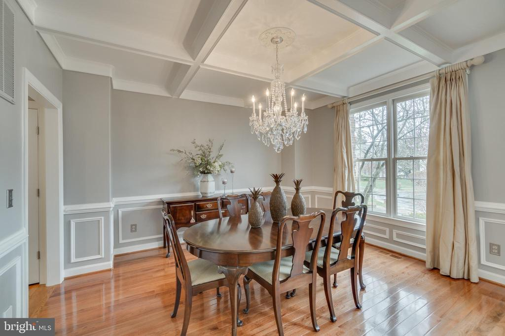 Dining room with coffered ceiling - 20464 SWAN CREEK CT, STERLING