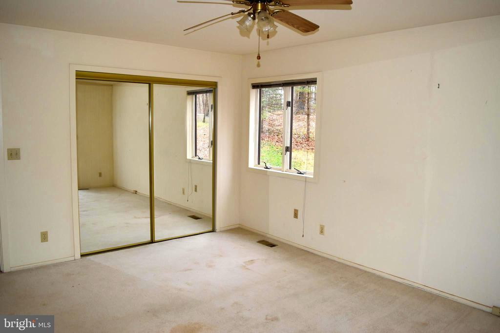 Main Level Master Bedroom - 6220 BELMONT RD, MINERAL