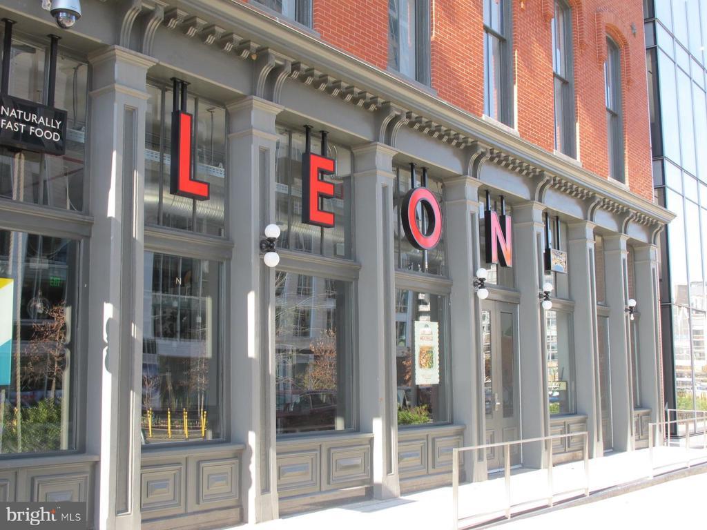 4 blocks to LEON healthy take out. - 420 RIDGE ST NW, WASHINGTON