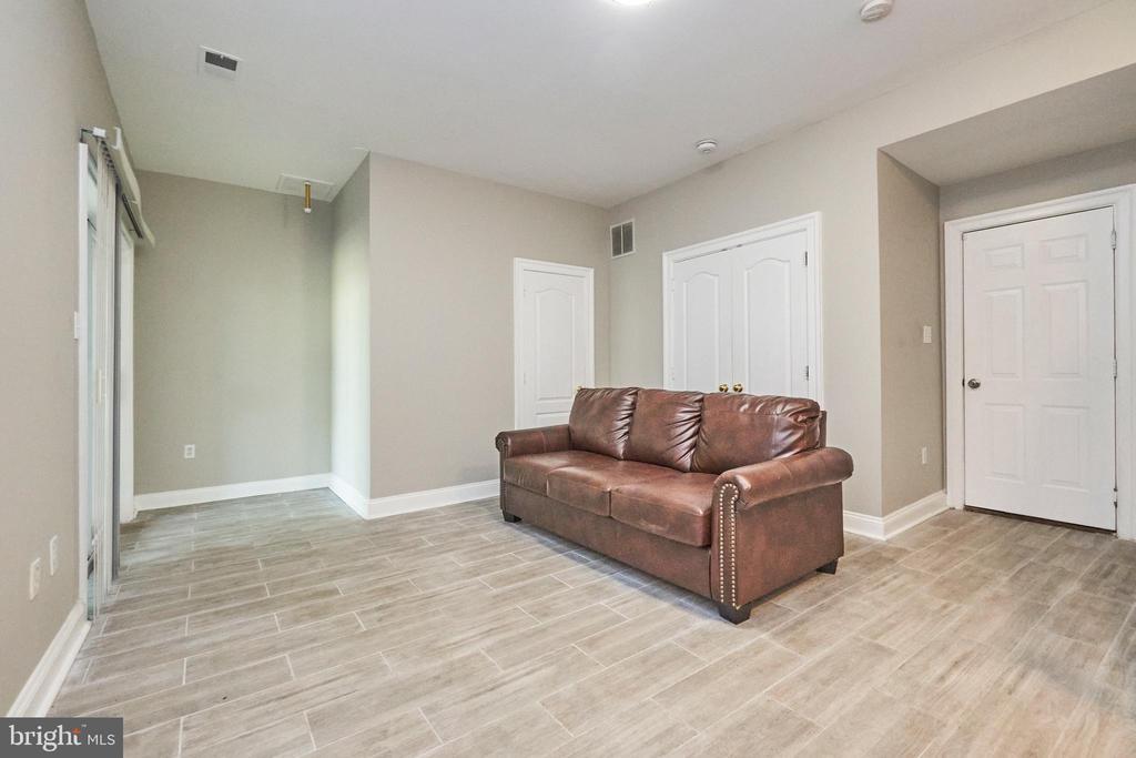 Lower level recreation room - 8932 ATATURK WAY, LORTON