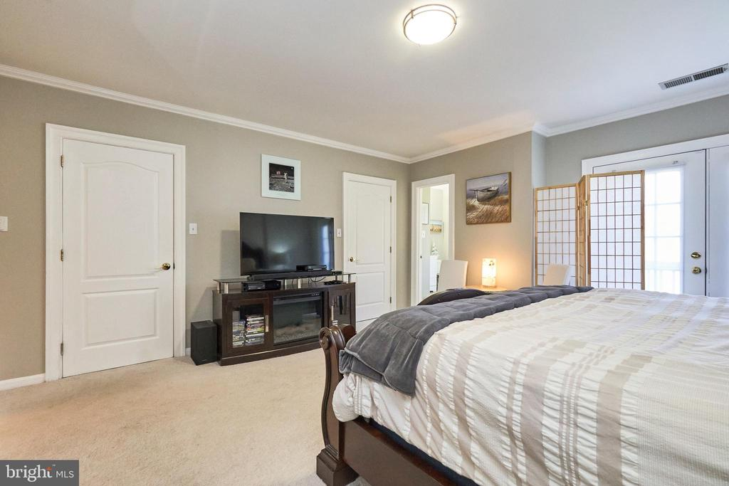 Master bedroom with two walk in closets - 8932 ATATURK WAY, LORTON