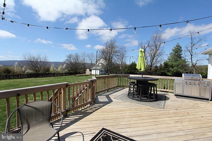 Large deck for entertaining! - 11833 PURCELL RD, LOVETTSVILLE