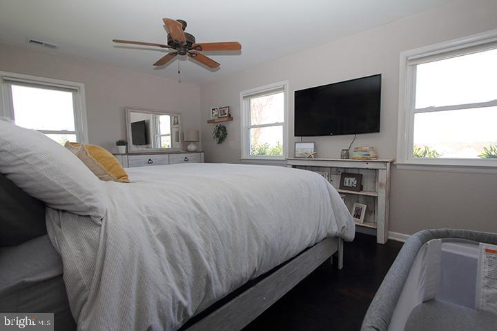 Alt view of master bedroom - 11833 PURCELL RD, LOVETTSVILLE