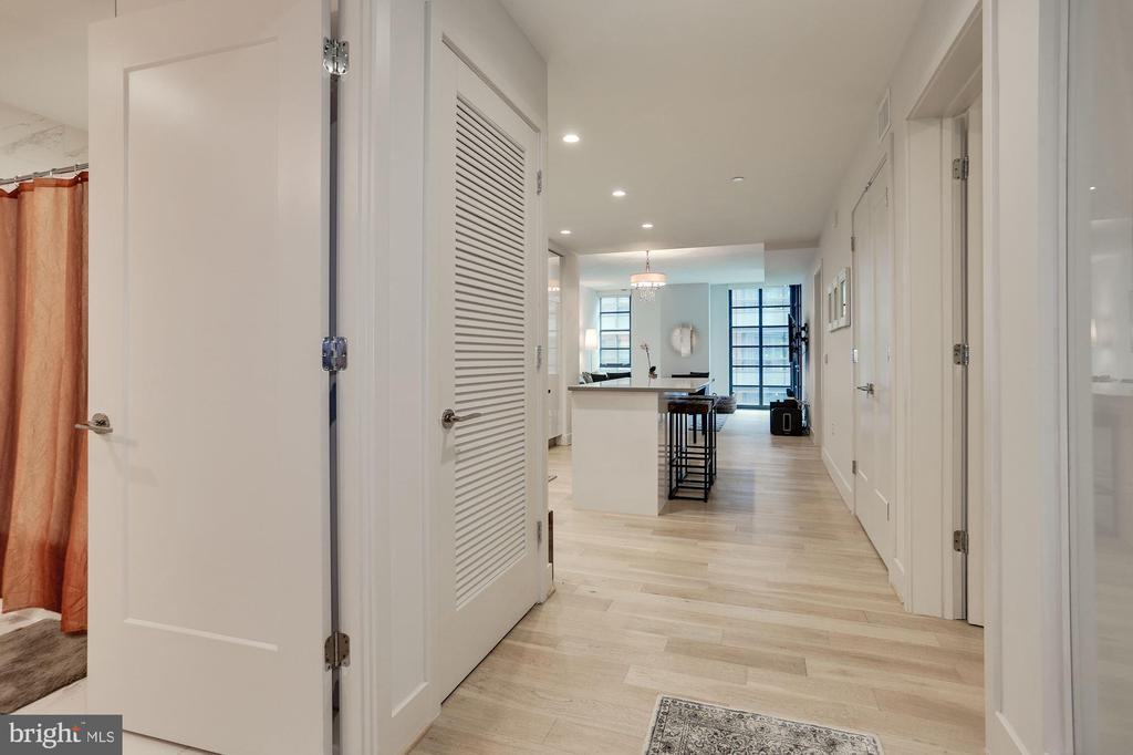 Interior views welcoming you home - 45 SUTTON SQ SW #704, WASHINGTON