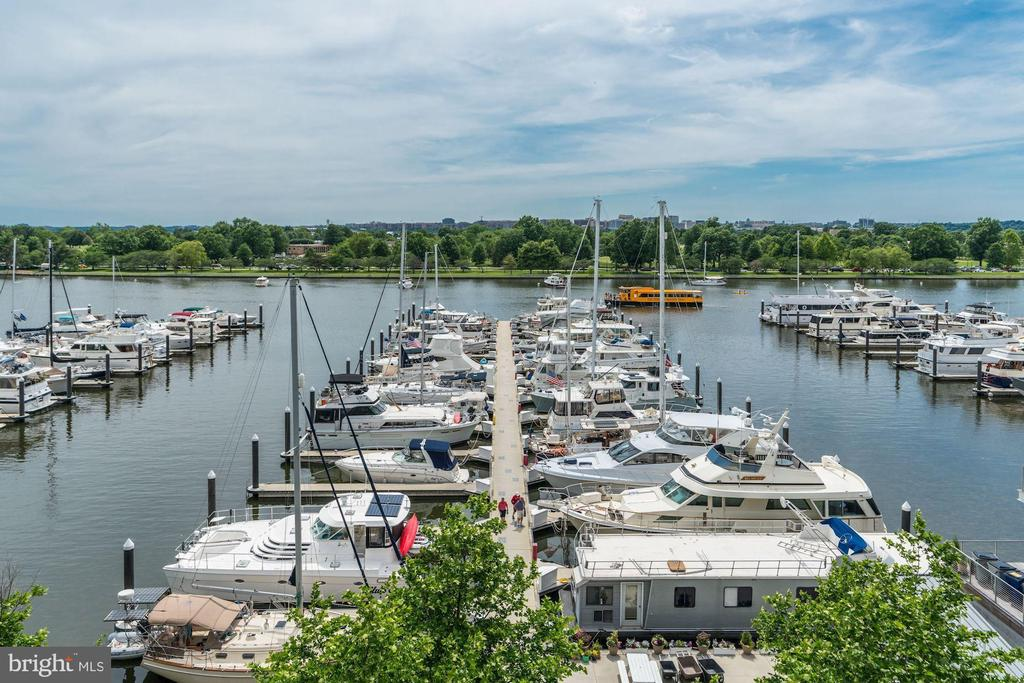 Waterfront living like you're always on vacation - 45 SUTTON SQ SW #704, WASHINGTON