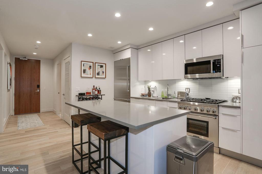 Great layout for entertaining - 45 SUTTON SQ SW #704, WASHINGTON