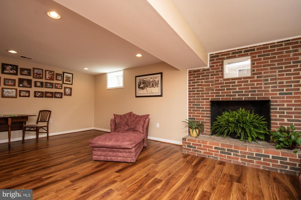 Fully finished family room in basement - 7 PHILLIPS DR NW, LEESBURG