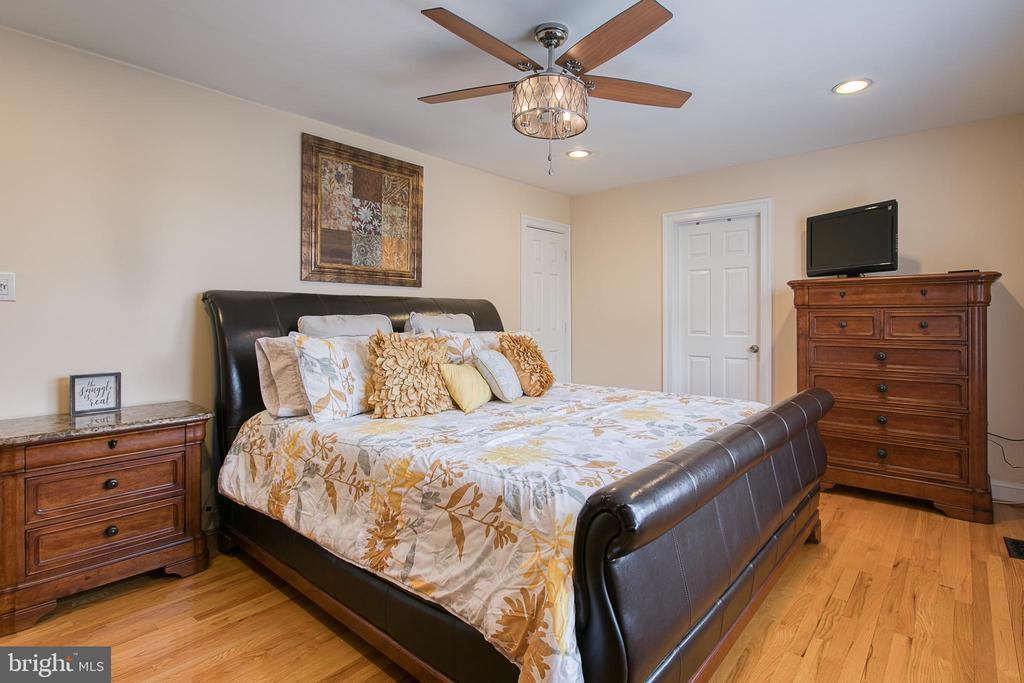Master Bedroom with Ceiling Fan - 5 EMERSON CT, STAFFORD
