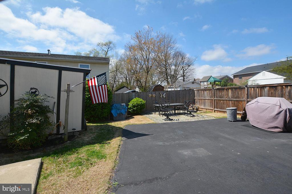 Fenced back yard, storage building, extra parking - 314 MANASSAS DR, MANASSAS PARK