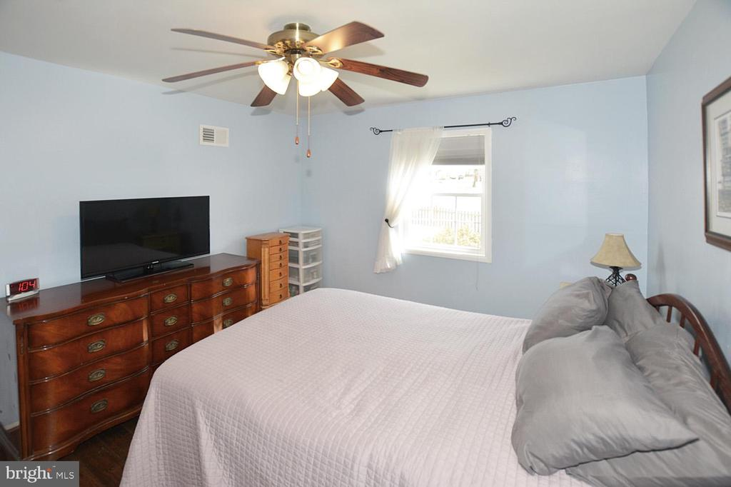 Ceiling fan in Master bedroom. - 314 MANASSAS DR, MANASSAS PARK