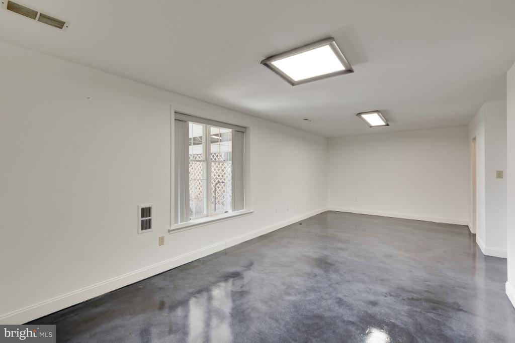 Exercise room with polished concrete floors - 6325 S OSBORNE RD, UPPER MARLBORO