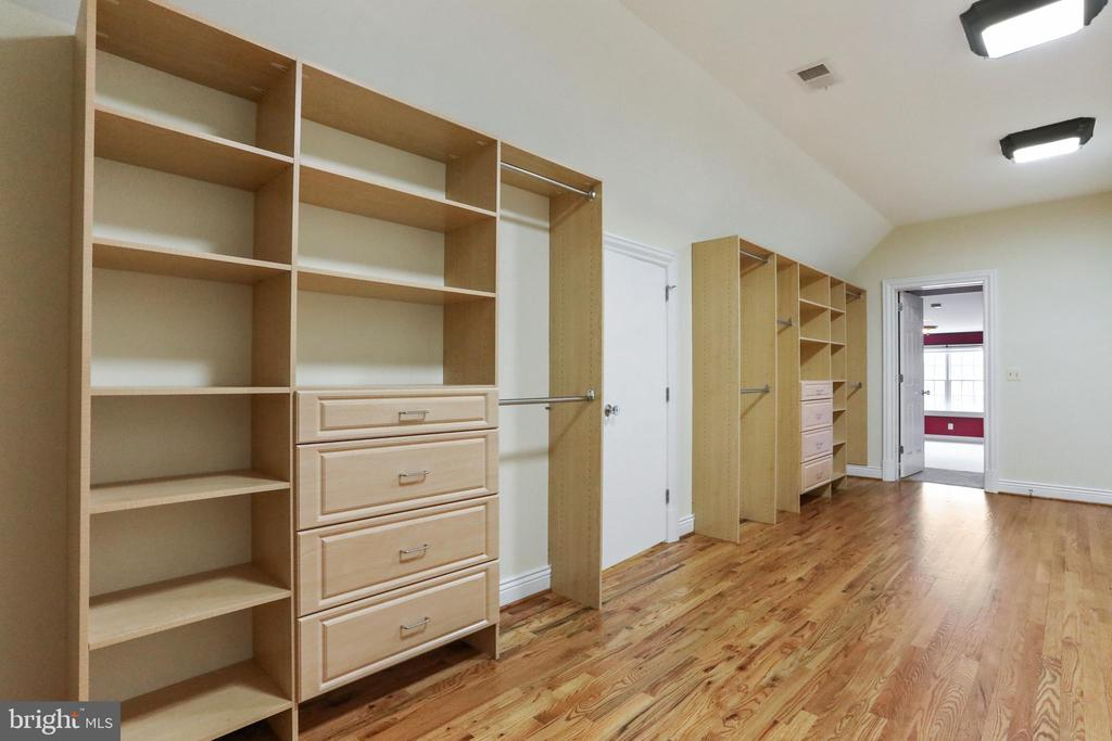 Shelving to store shoes, purses, and accessories - 2375 BALLENGER CREEK PIKE, ADAMSTOWN