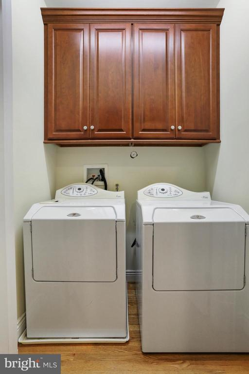 Laundry on the same level as bedrooms - 2375 BALLENGER CREEK PIKE, ADAMSTOWN