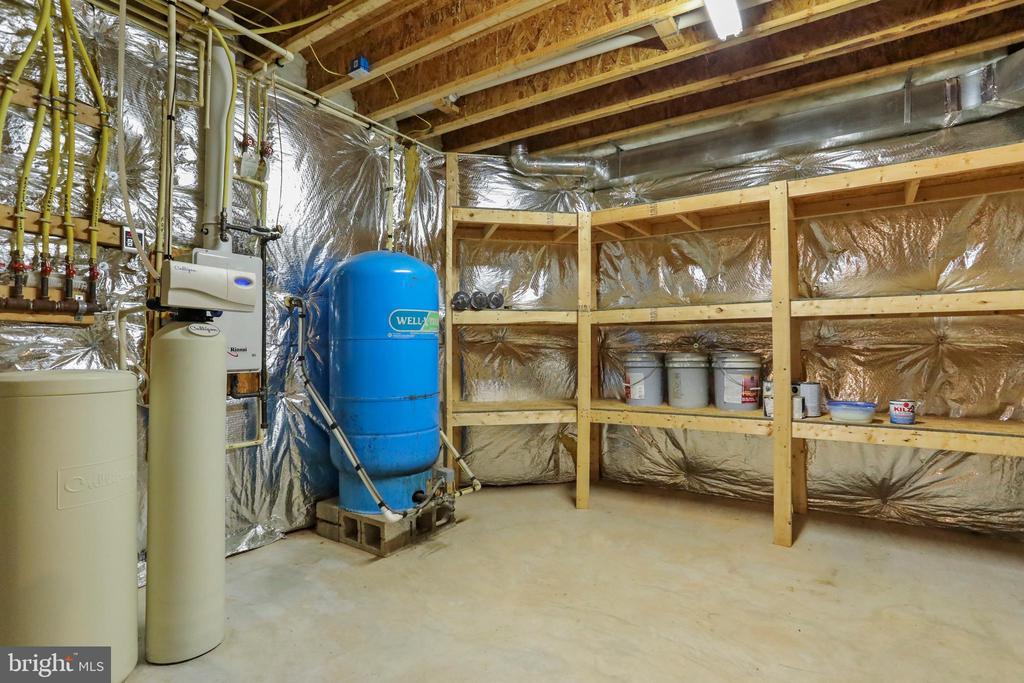 Utilities, storage shelving - 2375 BALLENGER CREEK PIKE, ADAMSTOWN