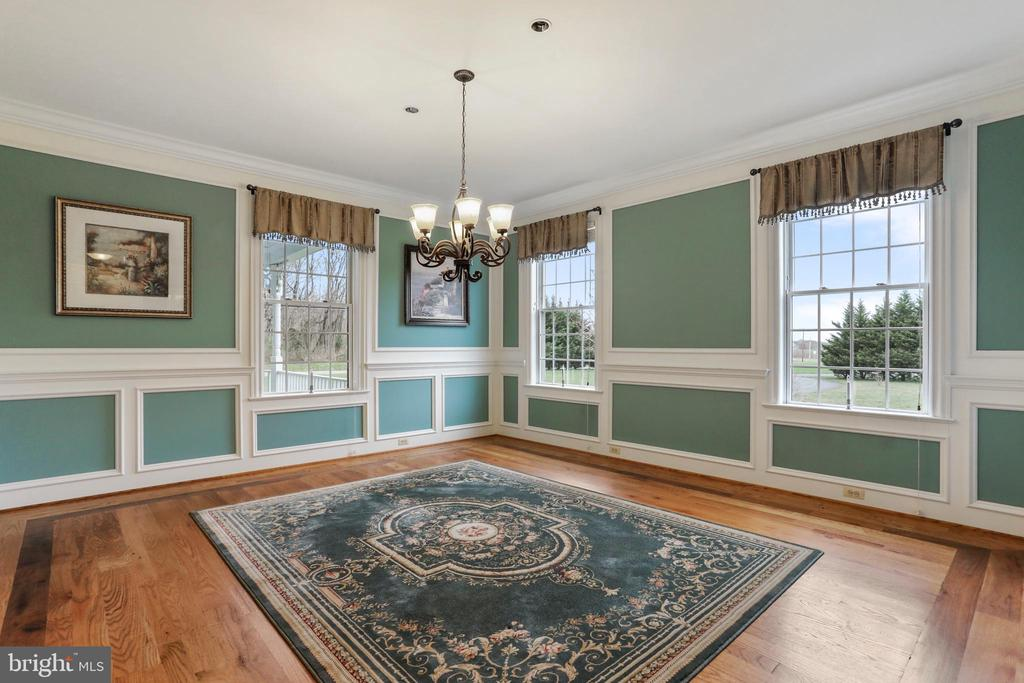 Grand dining area with great, natural light - 2375 BALLENGER CREEK PIKE, ADAMSTOWN
