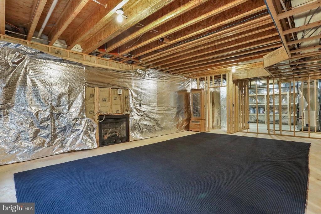 Gas fireplace, living space - 2375 BALLENGER CREEK PIKE, ADAMSTOWN