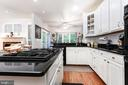 Updated country kitchen with island, gas cooking - 34 WADDINGTON CT, ROCKVILLE