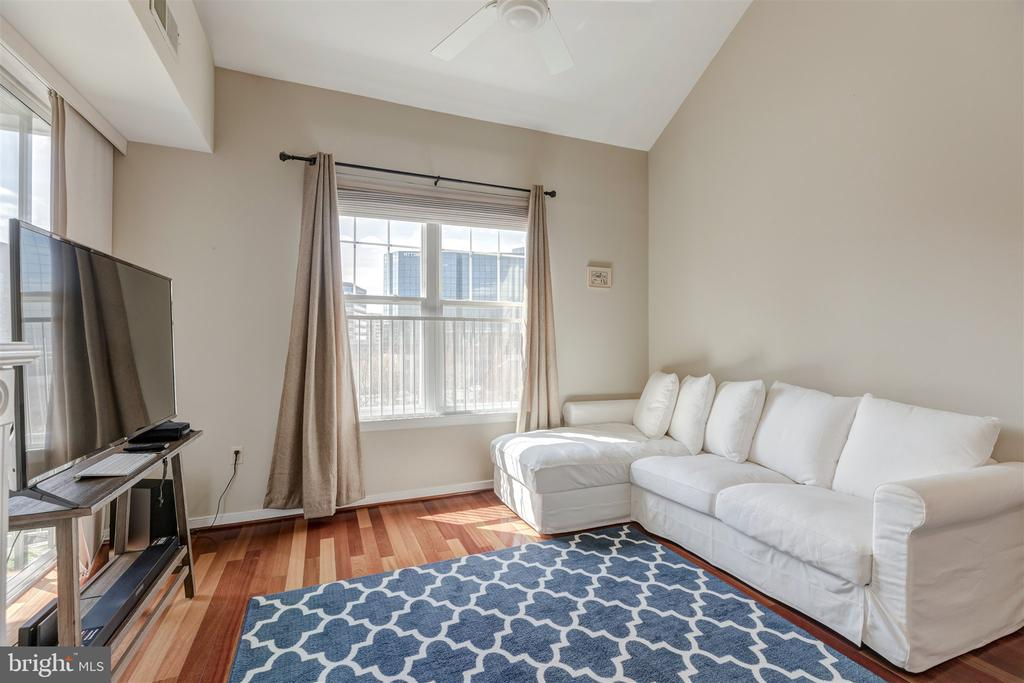 Living room with natural sun light - 1645 INTERNATIONAL DR #407, MCLEAN
