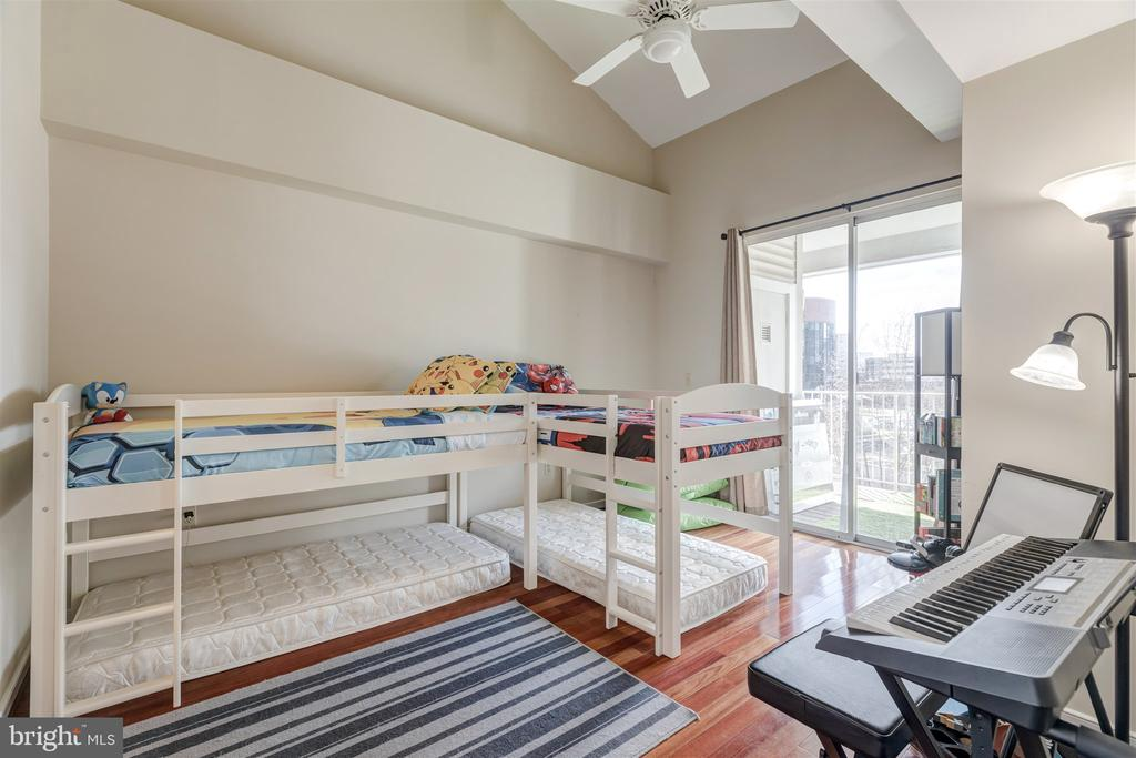 Main level bedroom or office - 1645 INTERNATIONAL DR #407, MCLEAN