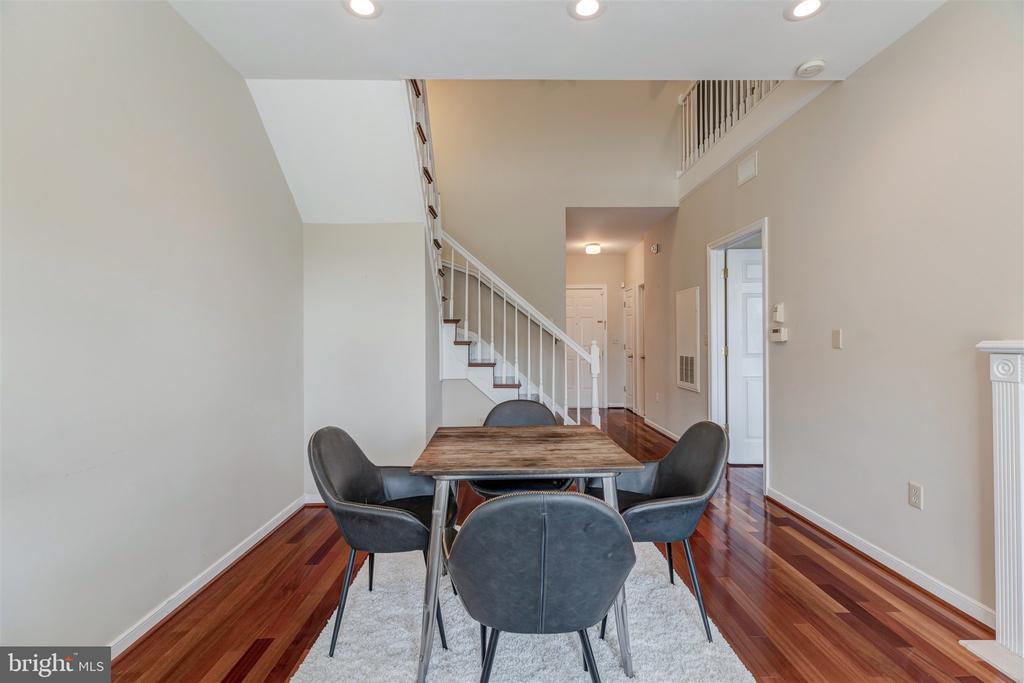 Open floor plan with high ceilings - 1645 INTERNATIONAL DR #407, MCLEAN