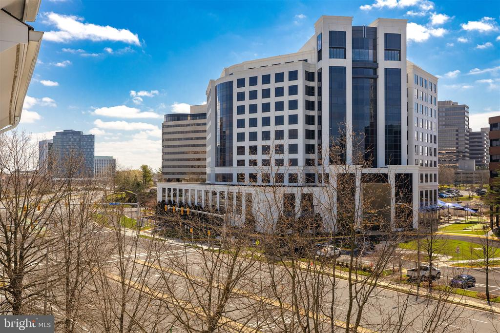 City views - 1645 INTERNATIONAL DR #407, MCLEAN