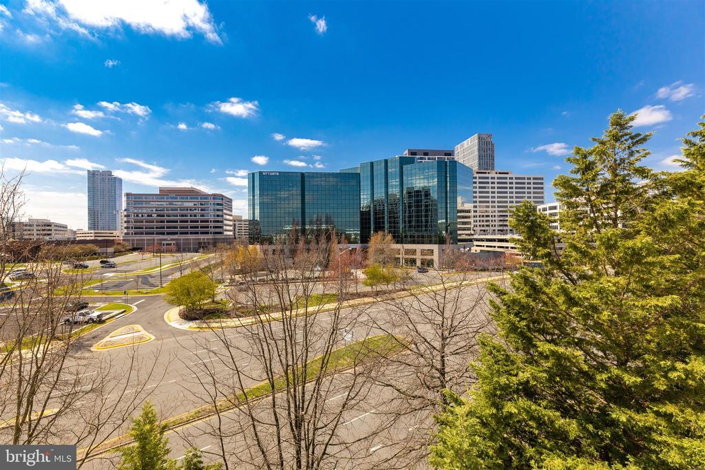 City views, walk to shops! - 1645 INTERNATIONAL DR #407, MCLEAN