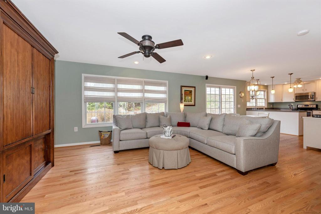 Beautiful hardwood floors throughout - 105 MERCER CT, FREDERICK