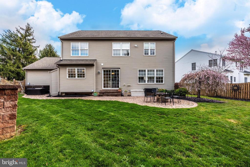 Loads of green space - 105 MERCER CT, FREDERICK
