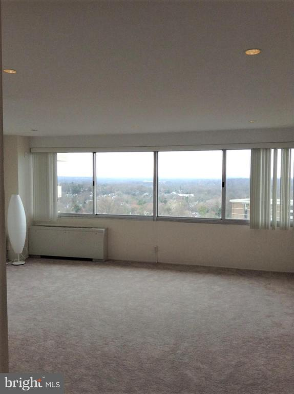 Large Windows  and Recessed Lighting in Ceiling - 5500 FRIENDSHIP BLVD #2421N, CHEVY CHASE