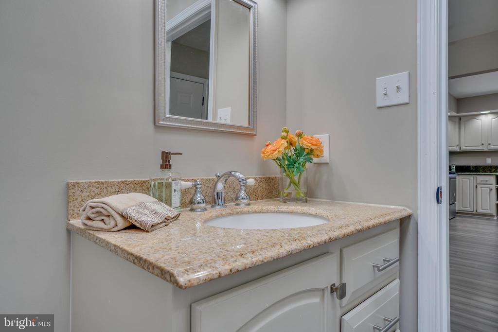 Beautiful Vanity!!! - 401 CORNWALLIS AVE, LOCUST GROVE