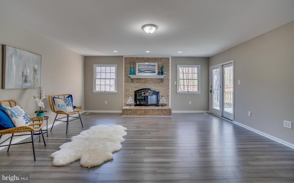 WOW!!! What a Room!!! - 401 CORNWALLIS AVE, LOCUST GROVE