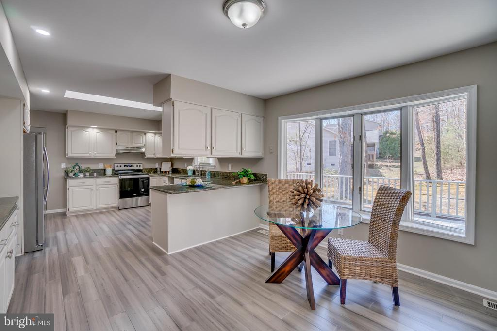Kitchen/Dining a Perfect Combo!!! - 401 CORNWALLIS AVE, LOCUST GROVE