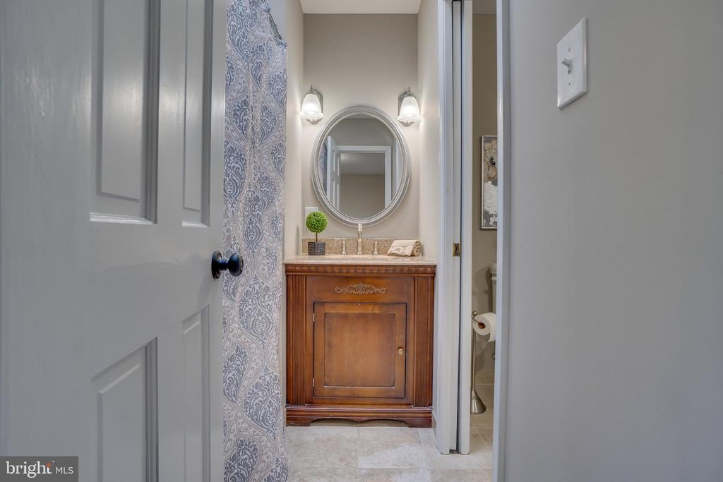 Guest Bath!!! - 401 CORNWALLIS AVE, LOCUST GROVE