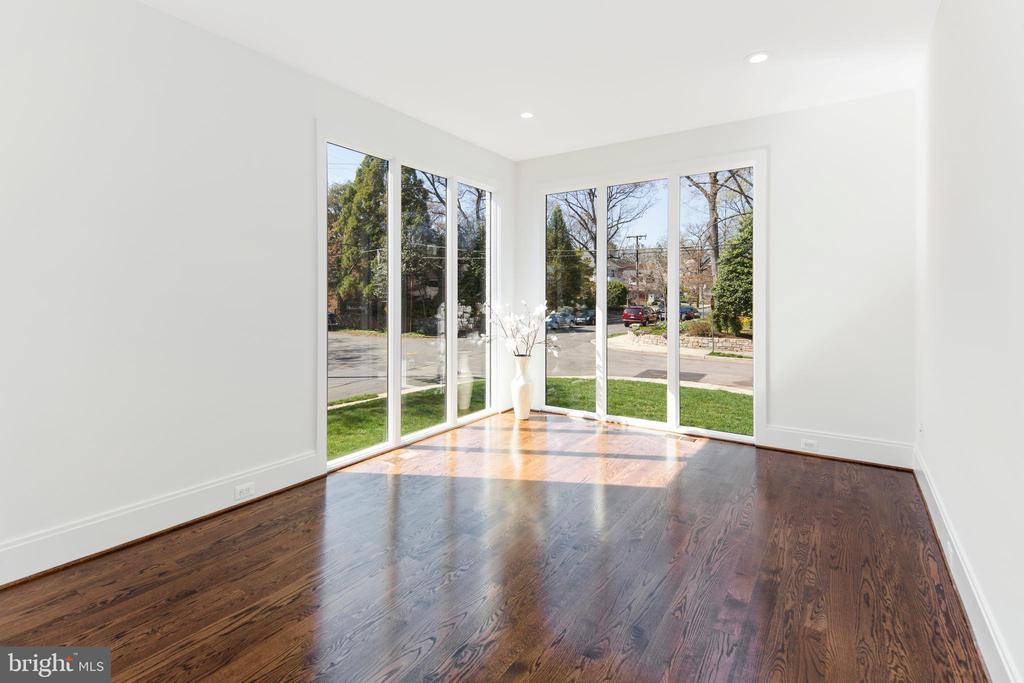 Floor-to-ceiling windows throughout main level - 31 N JACKSON ST, ARLINGTON