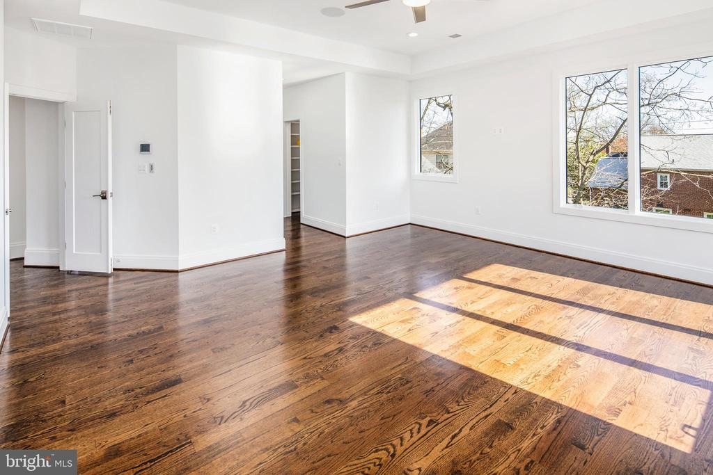 Dropped ceiling and french doors - 31 N JACKSON ST, ARLINGTON