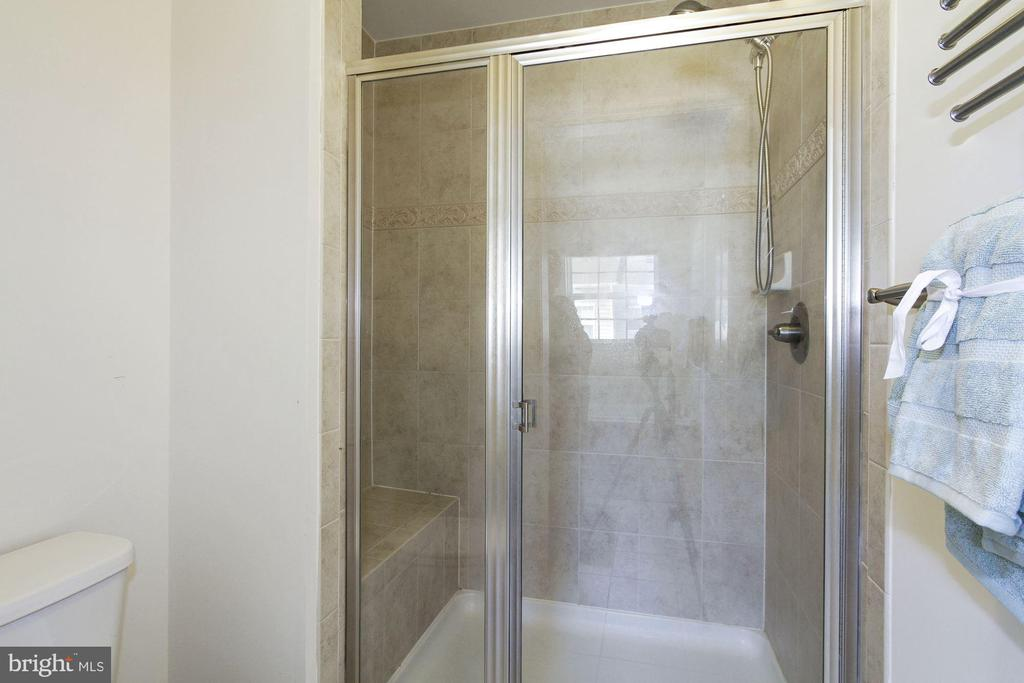Master bathroom - 13411 WATERFORD HILLS BLVD, GERMANTOWN