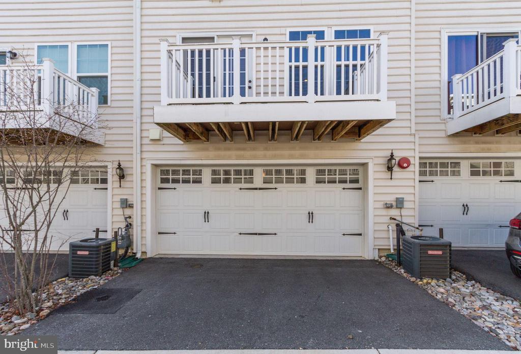 Rear entry garage - 13411 WATERFORD HILLS BLVD, GERMANTOWN