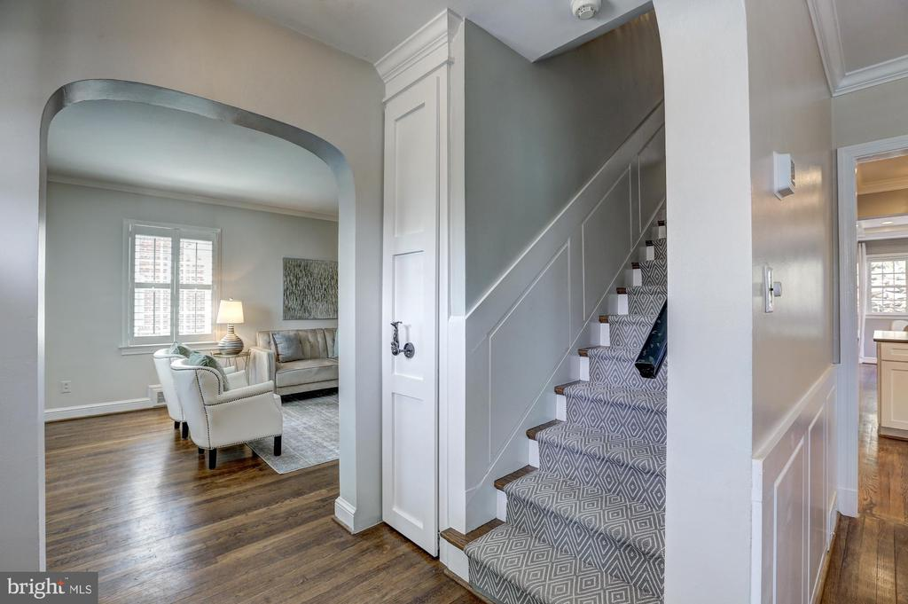 closed coat closet, wainscoting at stairs - 2366 N OAKLAND ST, ARLINGTON
