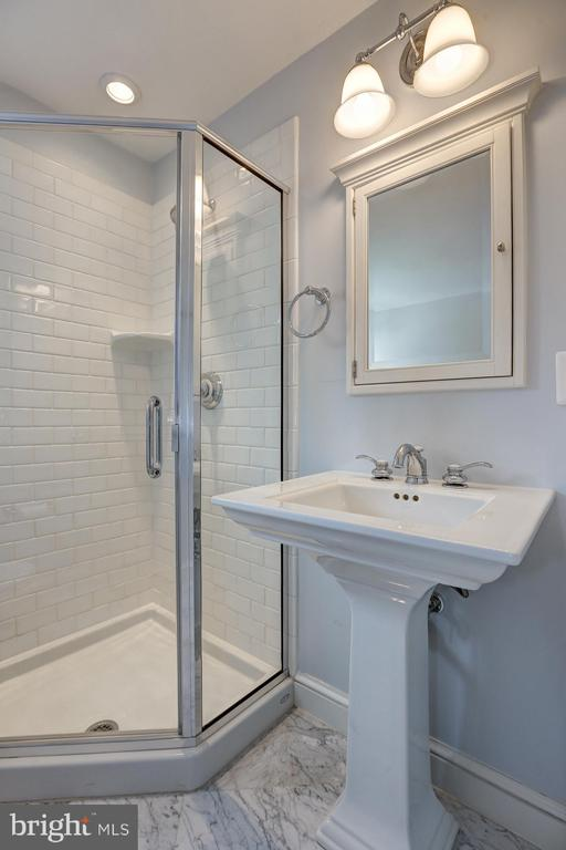 Full Bath #2 - 2366 N OAKLAND ST, ARLINGTON
