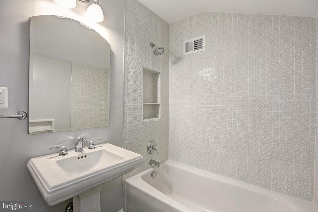 Full Bath #3 bas relief custom tile - 2366 N OAKLAND ST, ARLINGTON