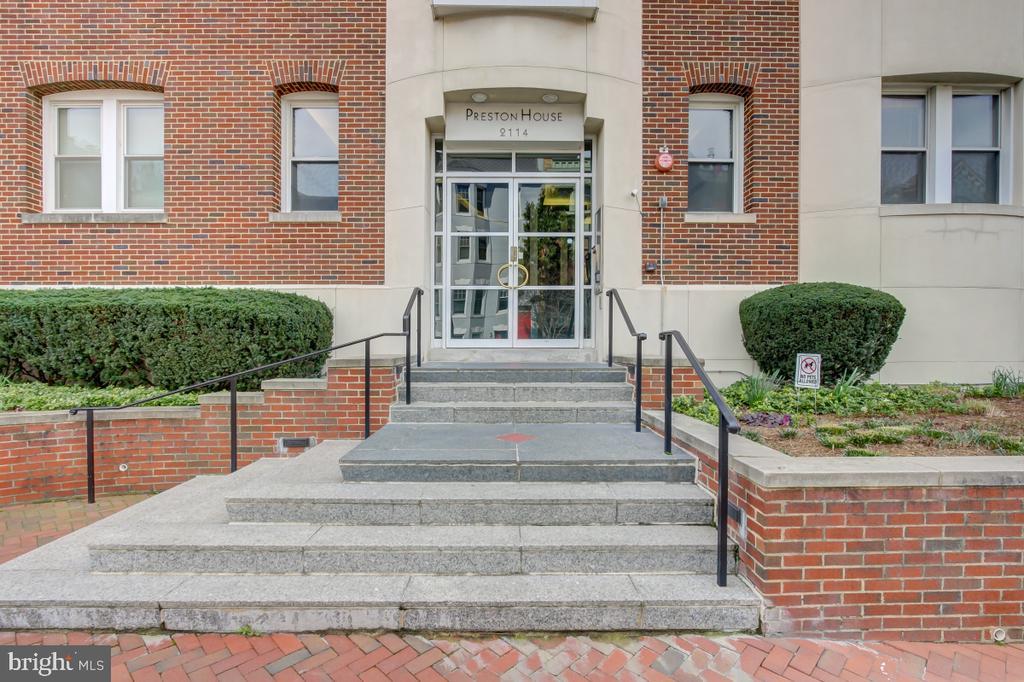 Lovely front entrance - 2114 N ST NW #21, WASHINGTON
