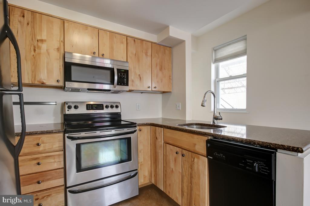 Well Equipped Modern Kitchen - electric range - 2114 N ST NW #21, WASHINGTON